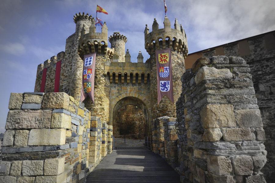 Portada de acceso al Castillo de los Templarios