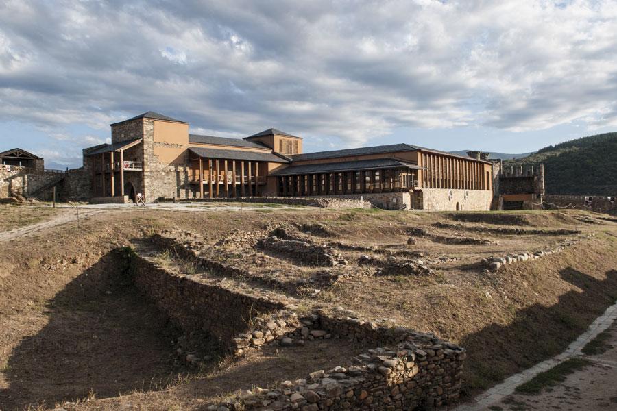 Palacio Nuevo y restos arqueológicos del Castillo