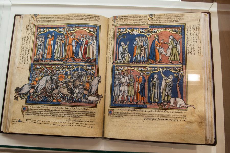 Detalle de uno de los ejemplares de la Biblioteca Templaria