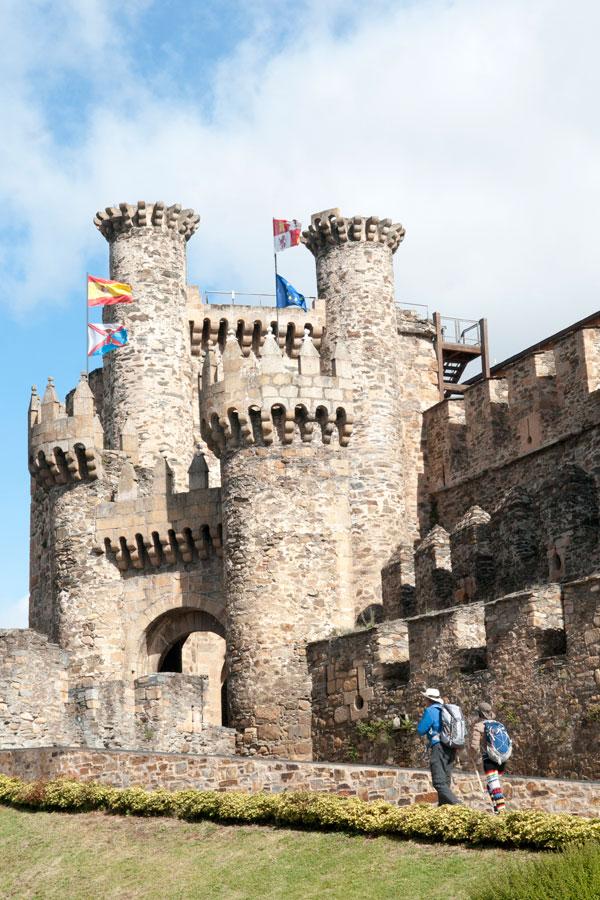 Portada de entrada y Torre de los Caracoles
