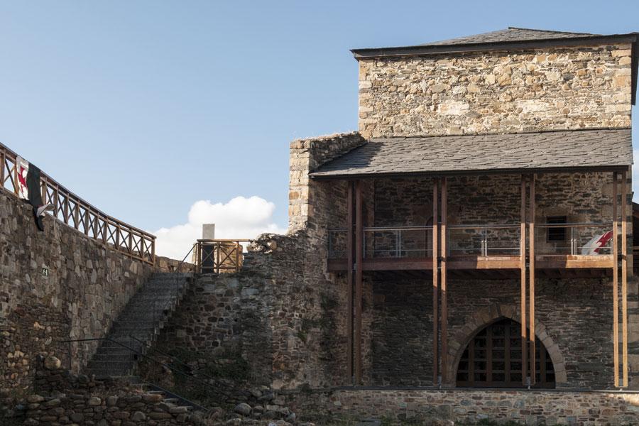 Vista exterior Palacio Nuevo con acceso a la ronda alta