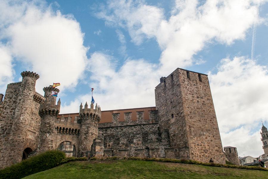 Vista frontal del Castillo de los Templarios