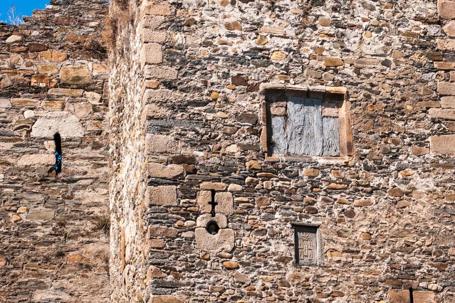 Escudos en la Torre de los Reyes Católicos