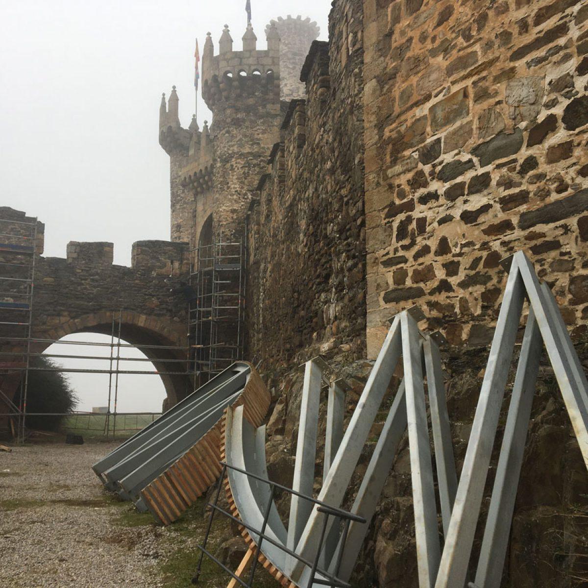 Recta final de la reparación del puente de acceso al Castillo