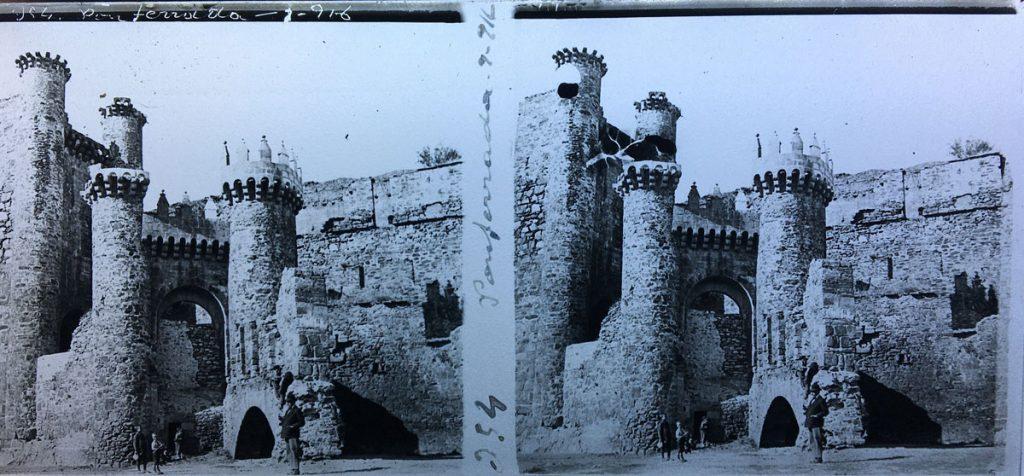 A las puertas del Castillo de Ponferrada.